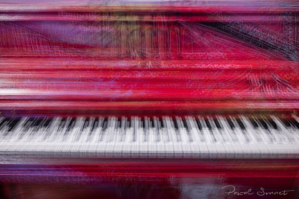 Photo N°3 : RED PIANO